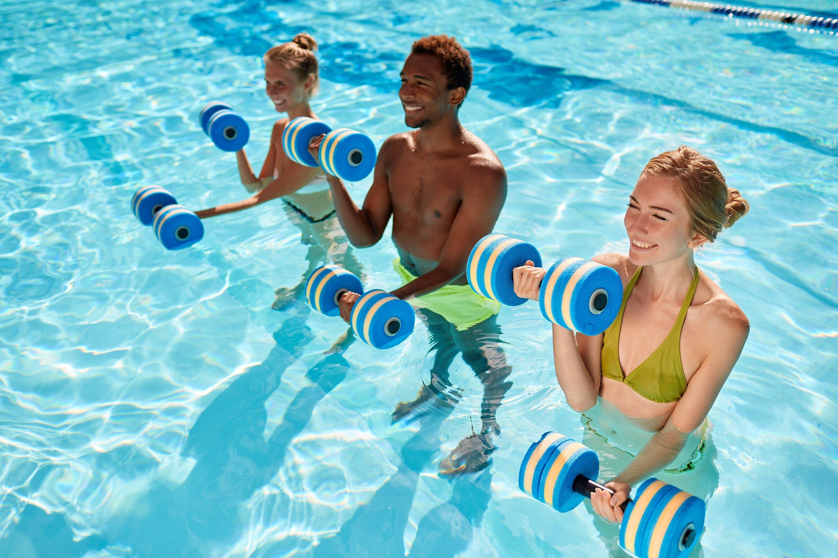 Odchudzanie na basenie – czy da się schudnąć dzięki pływaniu? – eplywak