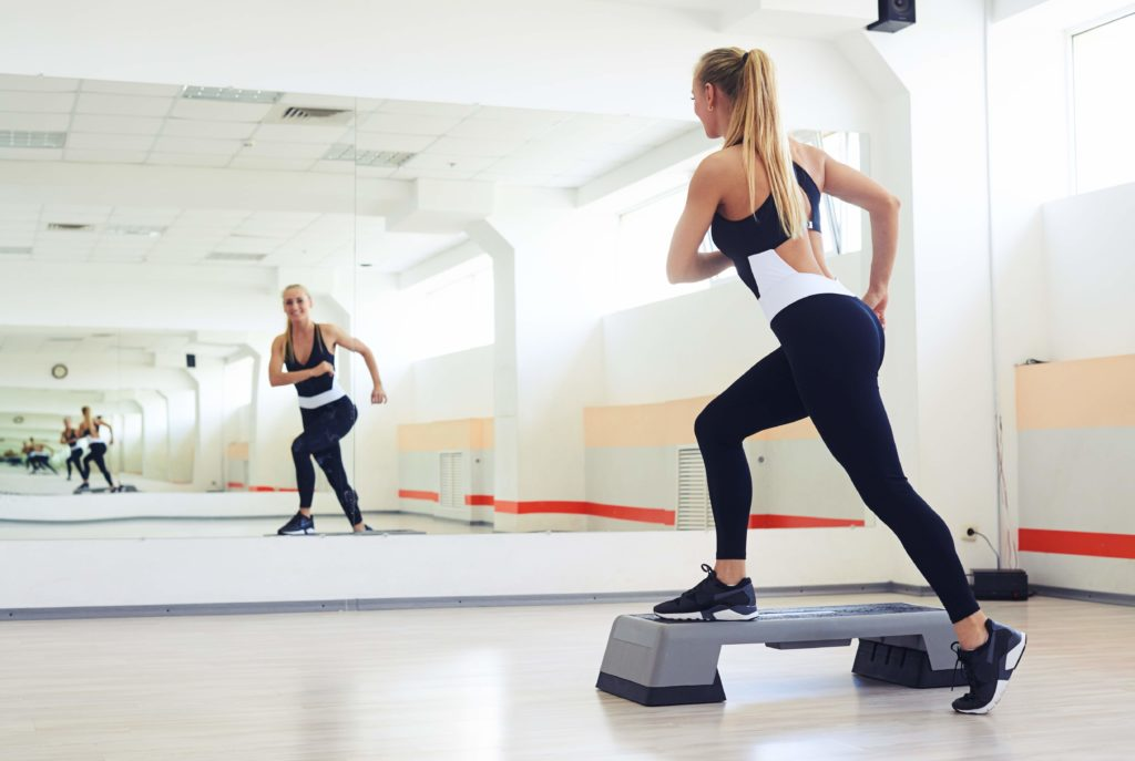 Ćwiczenia nastepie naszczupłe nogi